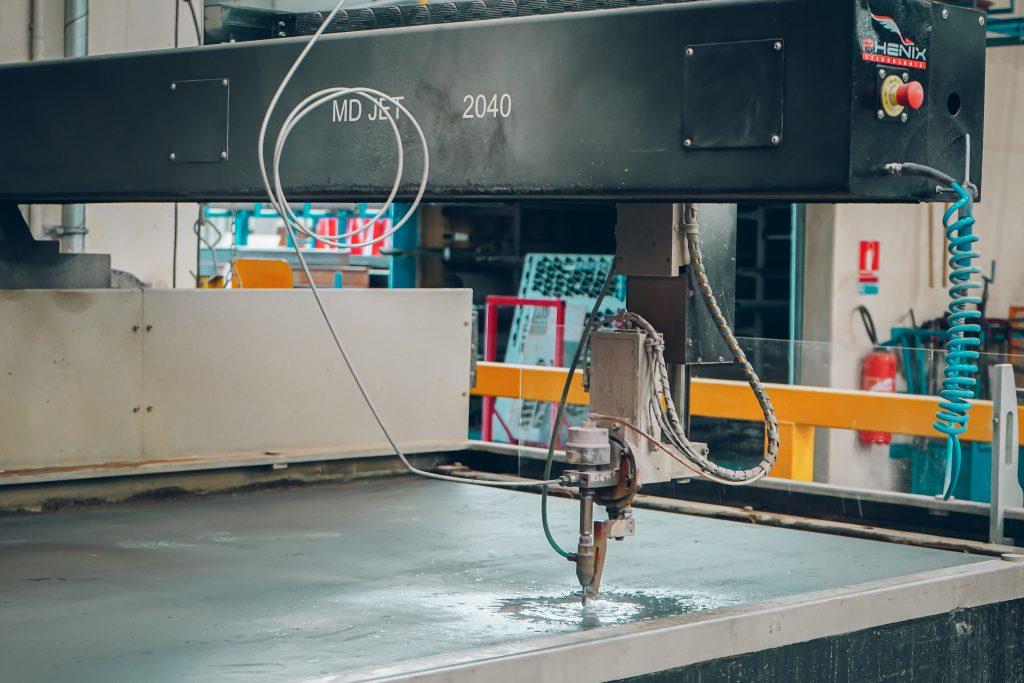 machine découpe laser jet d'eau